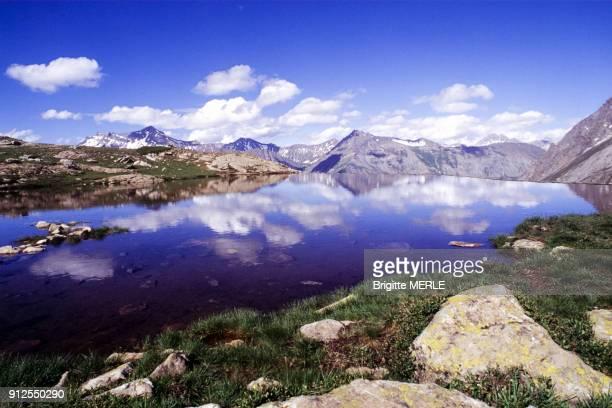 Lac de retenue d'eau sur la Meije dans les HautesAlpes France