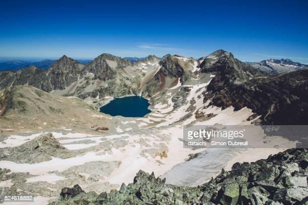 lac et glacier du portillon depuis le cap du seil de la baque - 3097m - バニエールドルション ストックフォトと画像