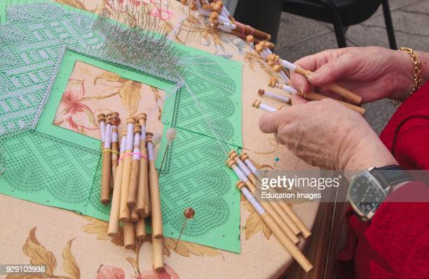 Lace making Bobbins thread and frame
