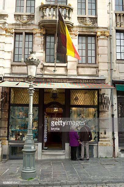 boutique de dentelle - drapeau belge photos et images de collection
