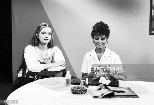 Lach mal wieder Comedyserie Deutschland 1984 Darsteller Dietlinde Turban Evelyn Gressmann