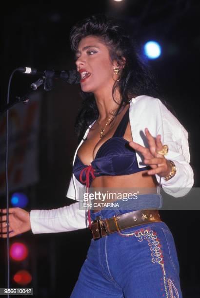 Lachanteuse Sabrina en concert au Cap d'Agde en aout 1989 France