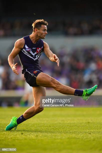Lachie Weller of the Dockers kicks on goal during the 2017 AFL round 09 match between the Fremantle Dockers and the Carlton Blues at Domain Stadium...