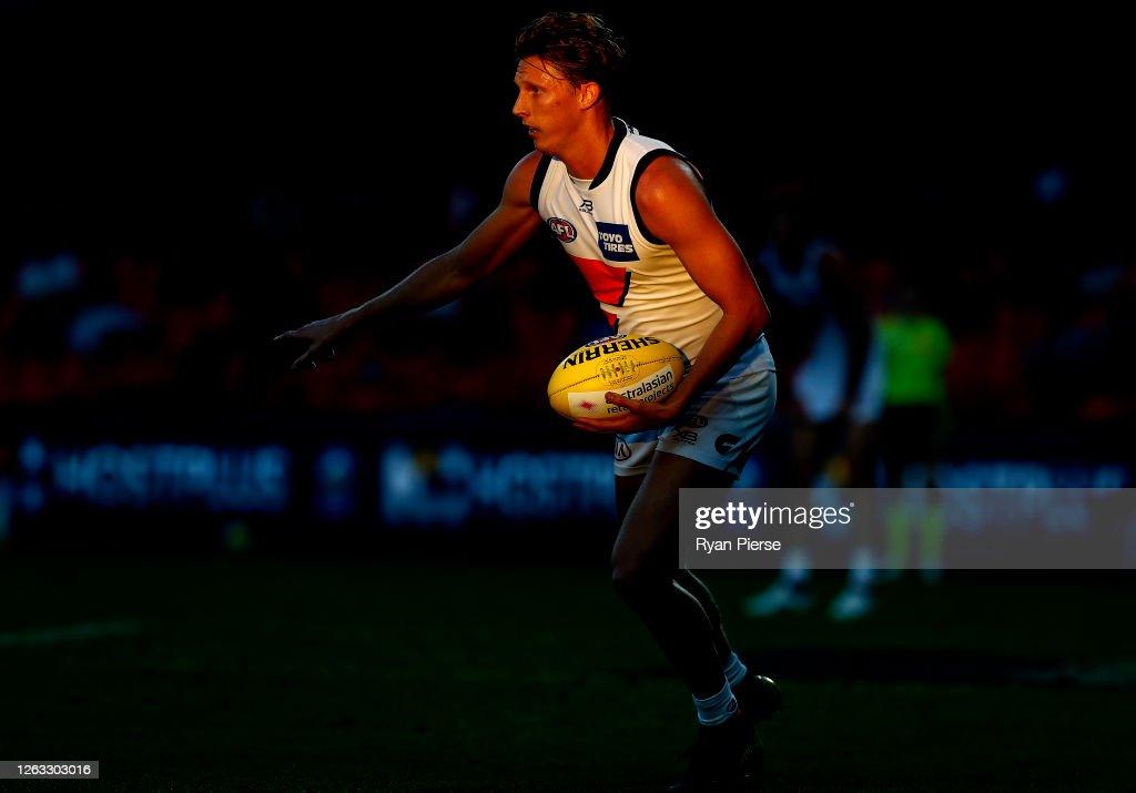 AFL Rd 9 - Gold Coast v GWS : News Photo