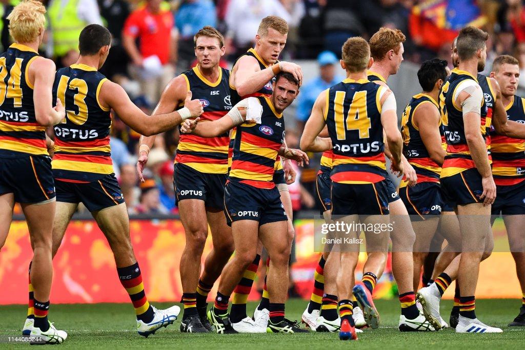 AFL Rd 5 - Adelaide v Gold Coast : ニュース写真