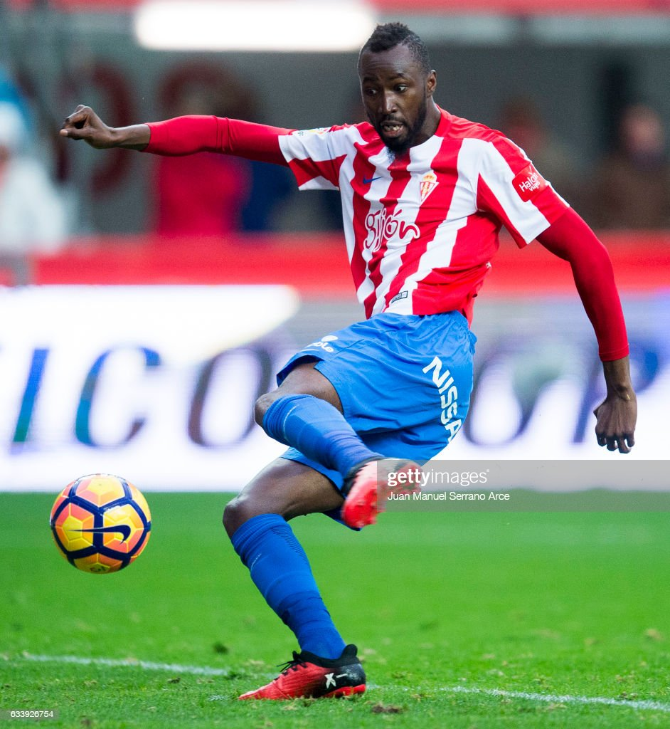 Lacina Emeghara Traore of Real Sporting de Gijon scores a goal during the La Liga match between Real Sporting de Gijon and Deportivo Alaves at Estadio El Molinon on February 5, 2017 in Gijon, Spain.