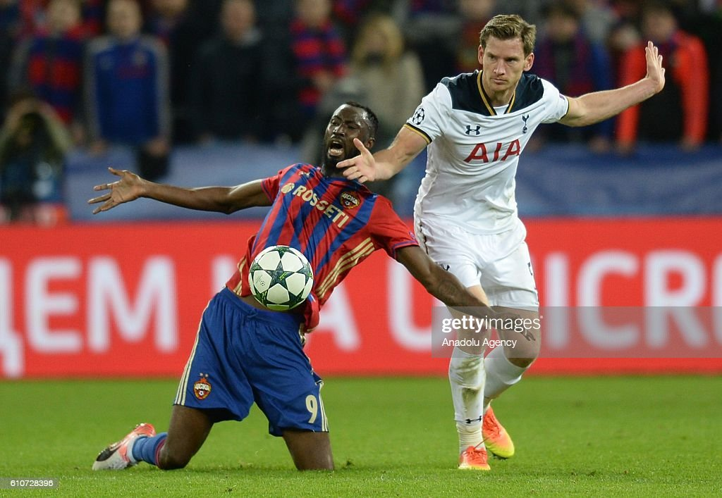 Lacina Traore (L) of PFC CSKA Moscow in action against Jan Vertonghen (R) of Tottenham Hotspurs during the UEFA Europa League group E soccer match between PFC CSKA Moscow and Tottenham Hotspurs at the CSKA Arena stadium in Moscow, Russia on September 27, 2016.