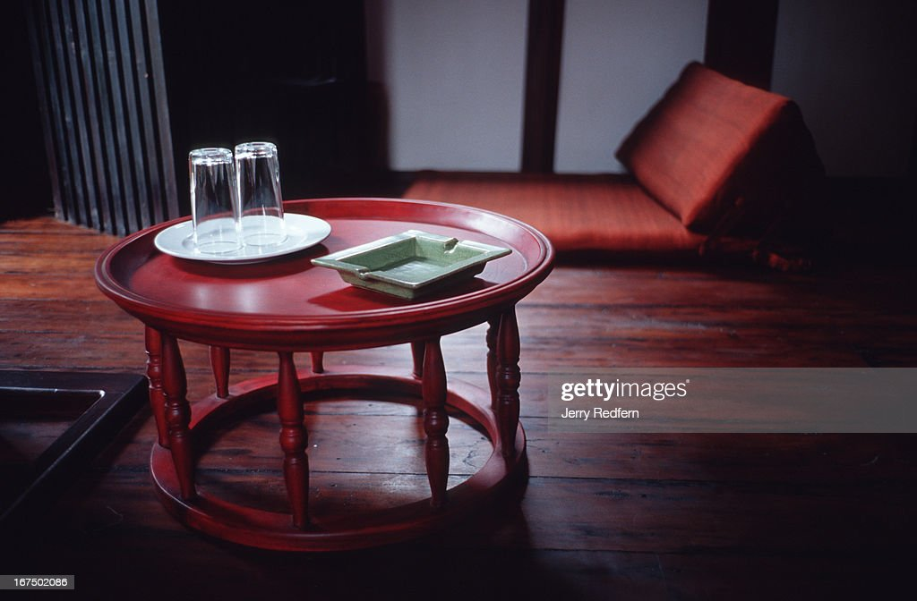 A lacquered table holds water glasses and a porcelain... : News Photo