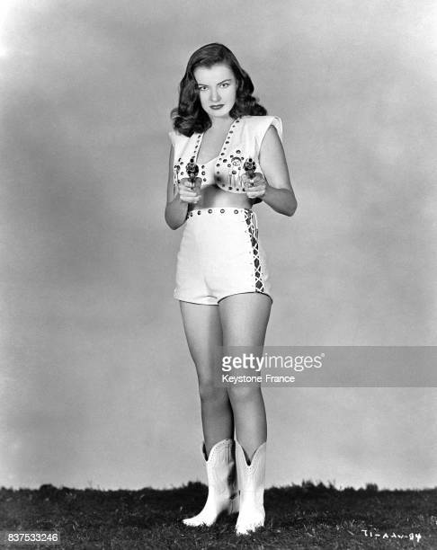 l'actrice américaine Ella Raines en cowgirl aux EtatsUnis en 1946