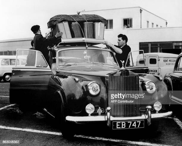 Laden fix luggage on actress Eva Bartok's Rolls Royce 23 October 1958 at Ferryfield Airport Kent / AFP PHOTO / STAFF