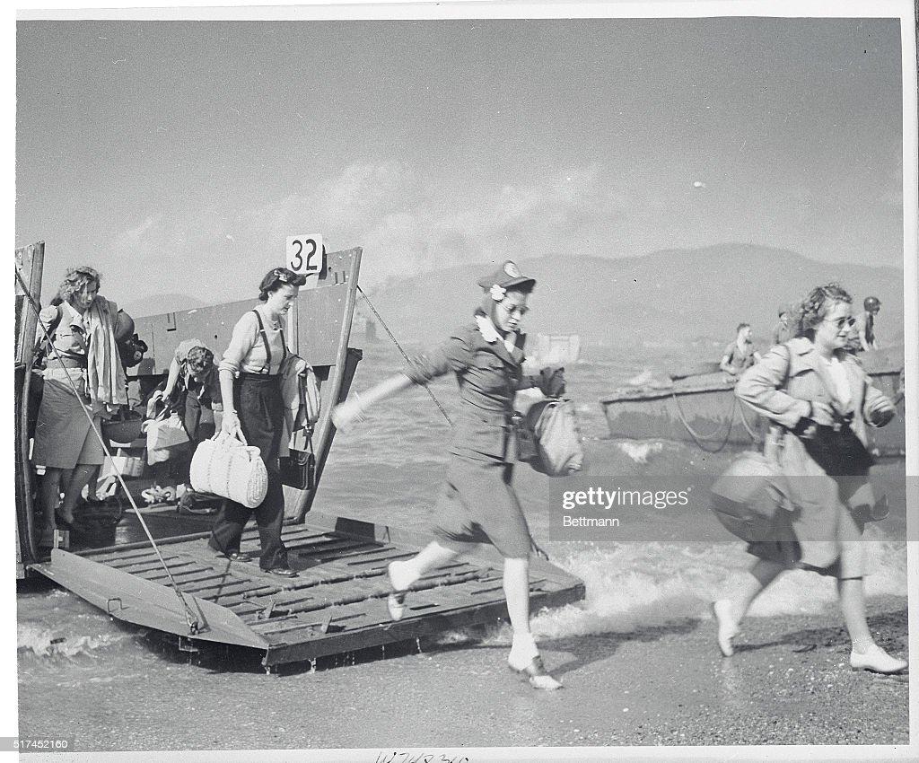 Red Cross Women Arriving : News Photo