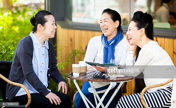 女性が良いお時間には、屋外カフェ
