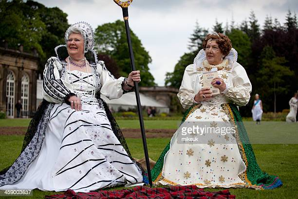 ladies role playing queen elizabeth 1 - elizabeth i of england stock pictures, royalty-free photos & images
