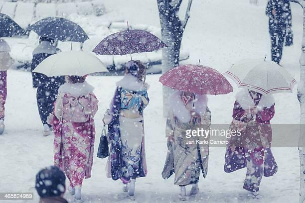 Ladies wearing kimono during Snow fall