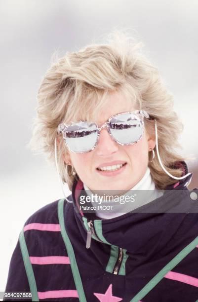 Lady Diana, le Prince Charles et la Duchesse Sarah Ferguson faisant du ski le 9 mars 1988 à Klosters, Suisse.