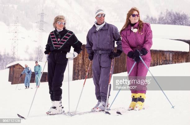 Lady Diana le Prince Charles et la Duchesse Sarah Ferguson faisant du ski le 9 mars 1988 à Klosters Suisse