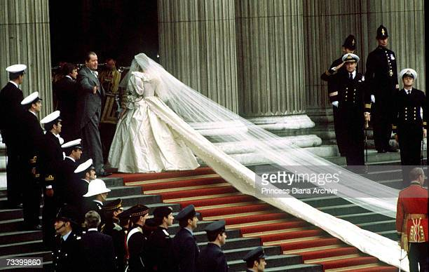 Lady Diana Spencer and her father Earl Spencer arrive at St Paul's Cathedral on the day of her wedding to the Prince of Wales, 29th July 1981.