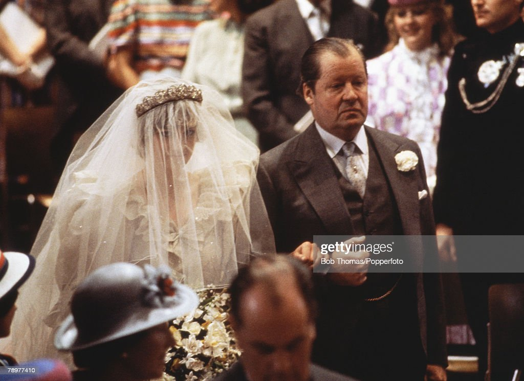 Diana And Earl Spencer At Royal Wedding : Nieuwsfoto's