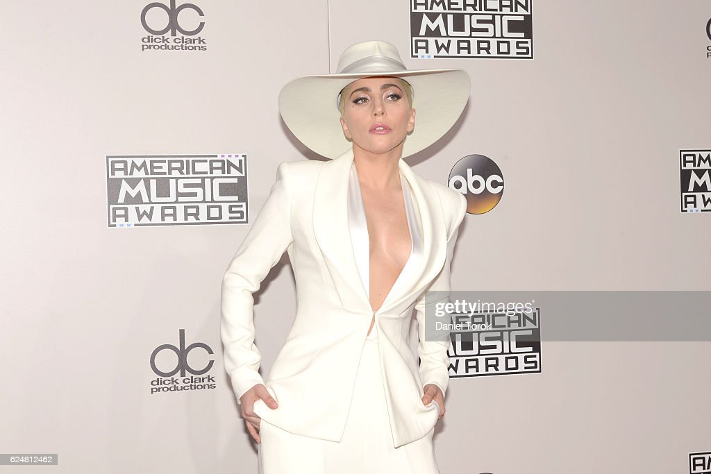 2016 American Music Awards - Arrivals : News Photo