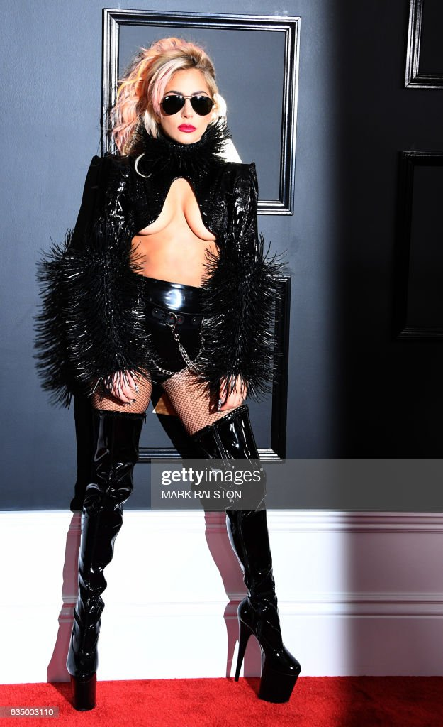 Lady Gaga arrives for the 59th Grammy Awards on February 12, 2017, in Los Angeles, California. / AFP / Mark RALSTON