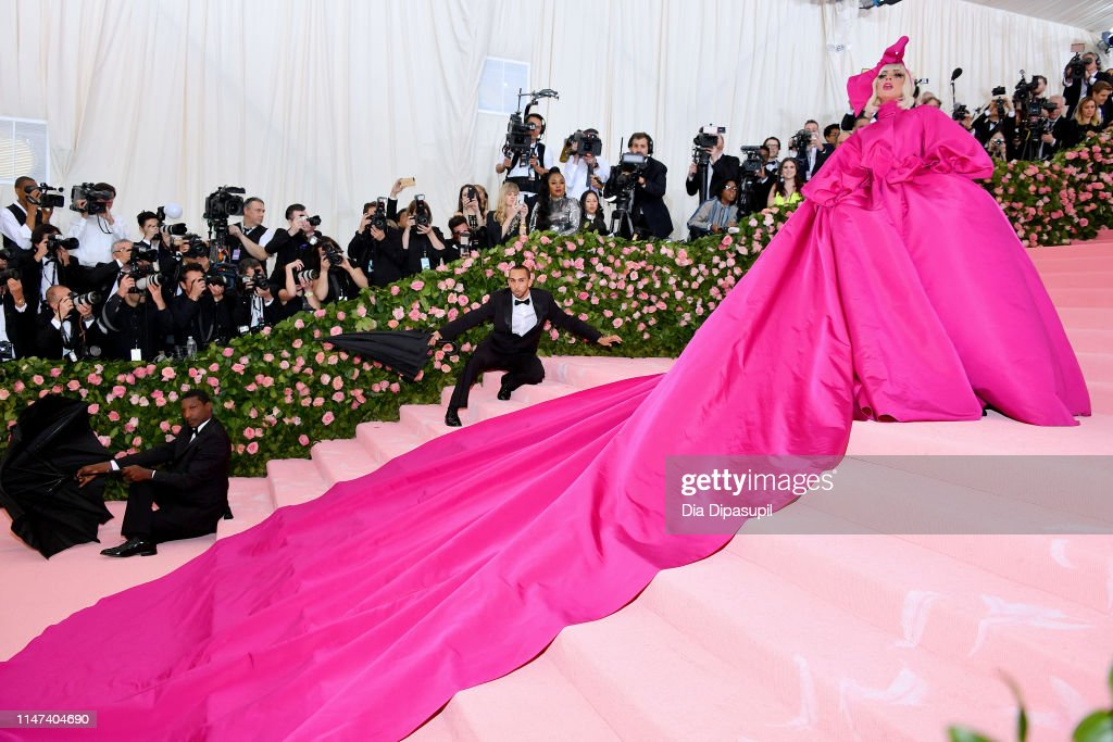 4 - Lady Gaga - Σελίδα 44 Lady-gaga-attends-the-2019-met-gala-celebrating-camp-notes-on-fashion-picture-id1147404690