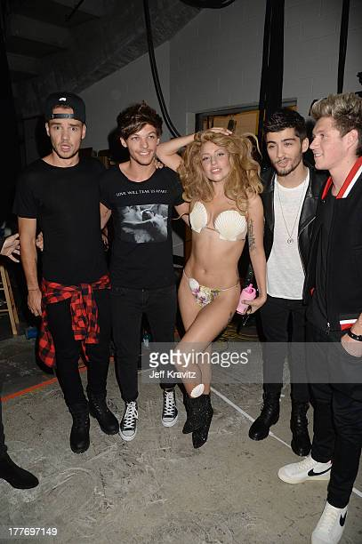 Lady Gaga Liam Payne Louis Tomlinson Zayn Malik and Nial Horan of One Direction attend the 2013 MTV Video Music Awards at the Barclays Center on...