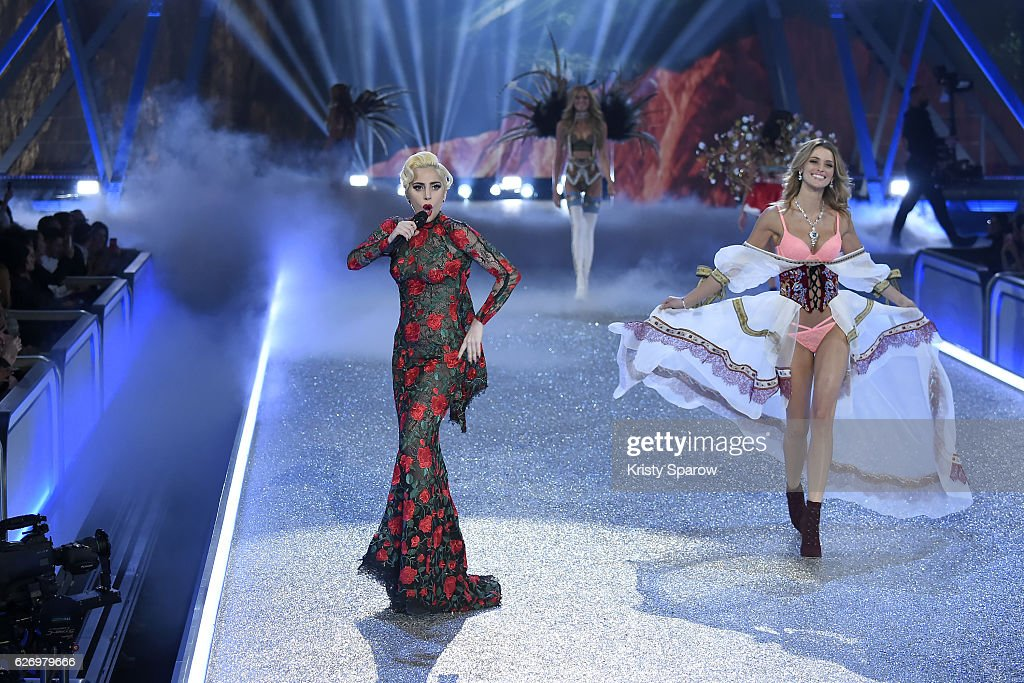 Lady Gaga performs as Flavia Lucini walks the runay during the Victoria's Secret Fashion Show on November 30, 2016 in Paris, France.