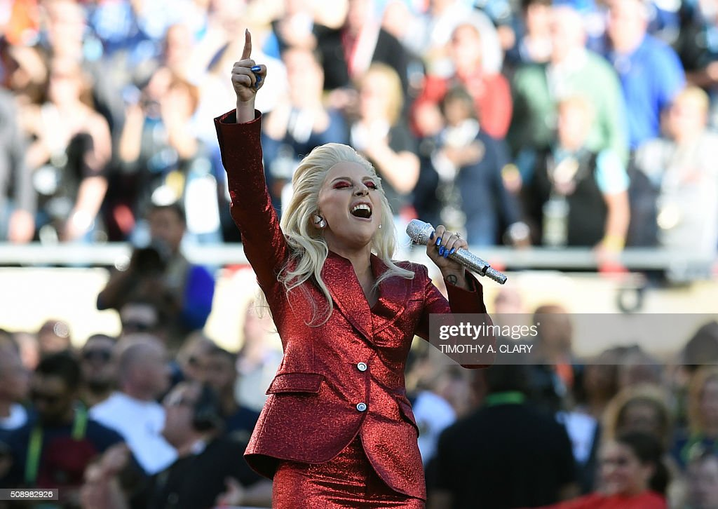 TOPSHOT - Lady Gaga performs the American National Anthem prior to the start of Super Bowl 50 between the Carolina Panthers and the Denver Broncos at Levi's Stadium in Santa Clara, California, February 7, 2016. / AFP / TIMOTHY