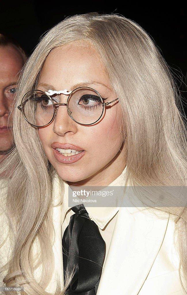 Celebrity Sightings In London - November 13, 2011 : ニュース写真