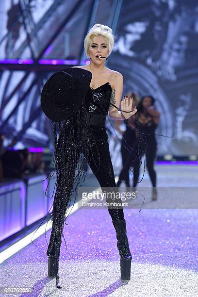 Lady gaga sings the runway during the 2016 Victoria's Secret Fashion Show on November 30 2016 in Paris France