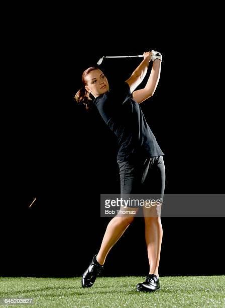 lady golfer black background - 女子 ゴルフ ストックフォトと画像