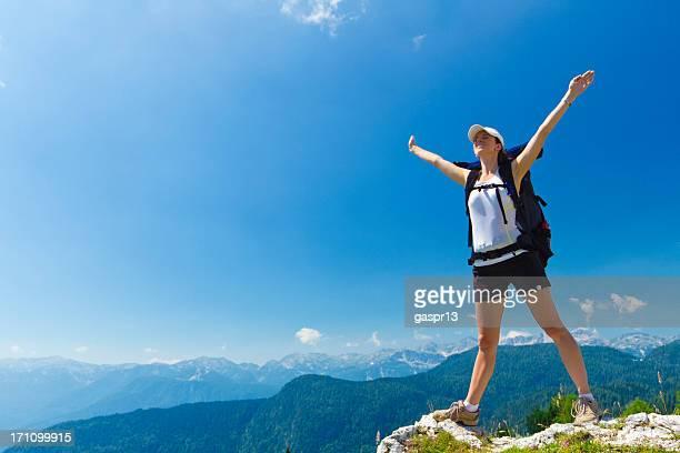 Frau Wanderer auf die Berge
