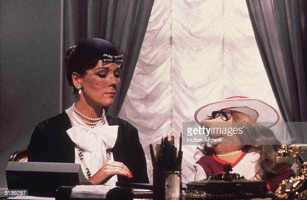 Lady Holiday played by Diana Rigg gives instructions to her secretary Miss Piggy in Jim Henson's 'The Great Muppet Caper'