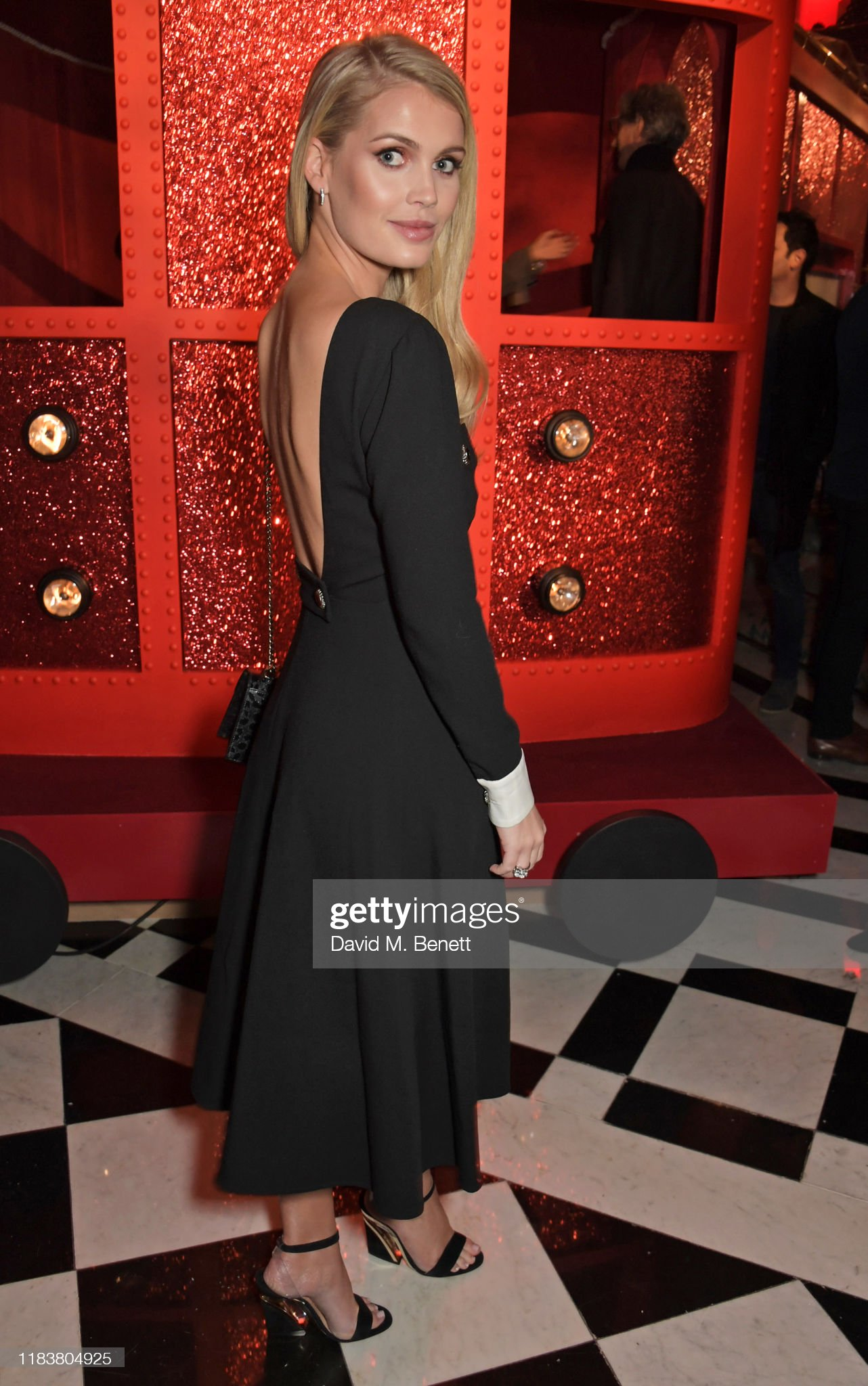 https://media.gettyimages.com/photos/lady-kitty-spencer-attends-the-launch-of-the-claridges-christmas-tree-picture-id1183804925?s=2048x2048