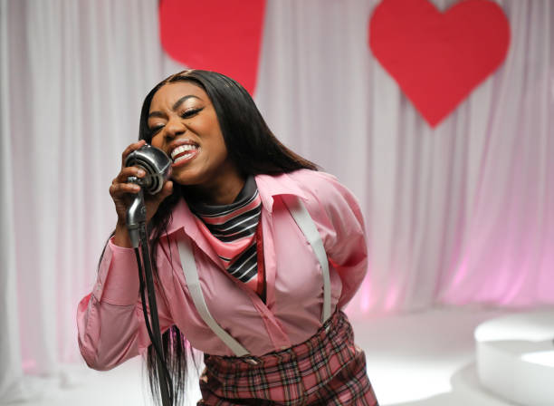GBR: British Rapper Lady Leshurr & Sky Mobile Are Inspiring The Nation To Text To Ditch & Switch Their Bad Relationships This Summer