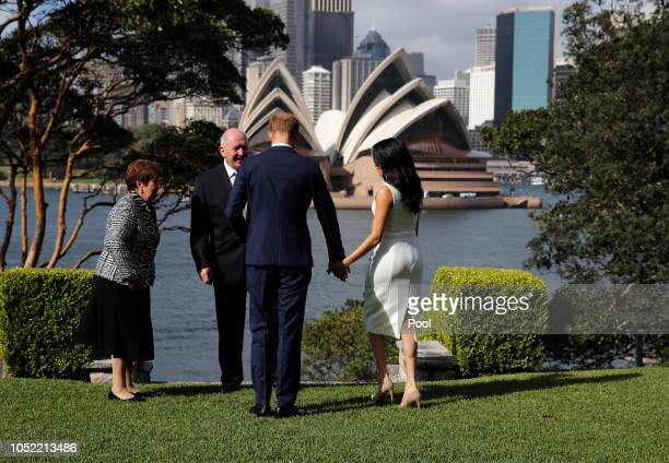 Lady Lynne Cosgrove Prince Harry Duke of Sussex Australia's Governor General Peter Cosgrove and Meghan Duchess of Sussex pose during a Welcome Event...