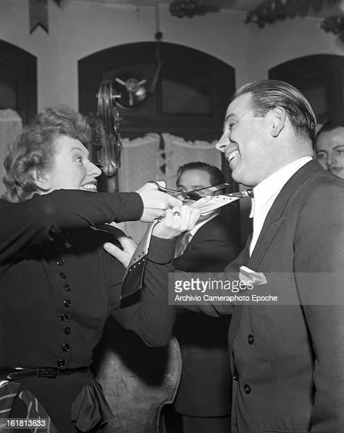 Lady Patachou cuts ties to hang down her skirt Paris 1950s