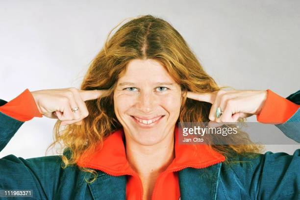 Lady, putting fingers in her ears