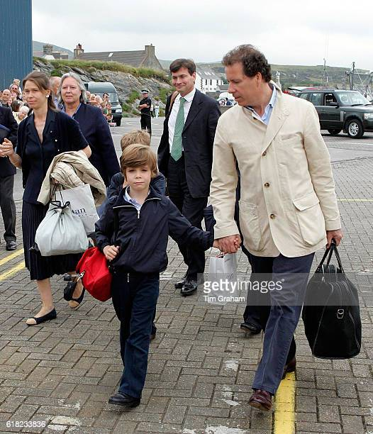 AUGUST 2006*** Lady Sarah Chatto Viscount David Linley and Charles ArmstrongJones arrive to embark on the Hebridean Princess at Port Ellen for a...