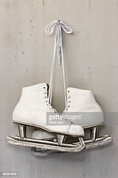 lady skates old - schaatsen stockfoto's en -beelden