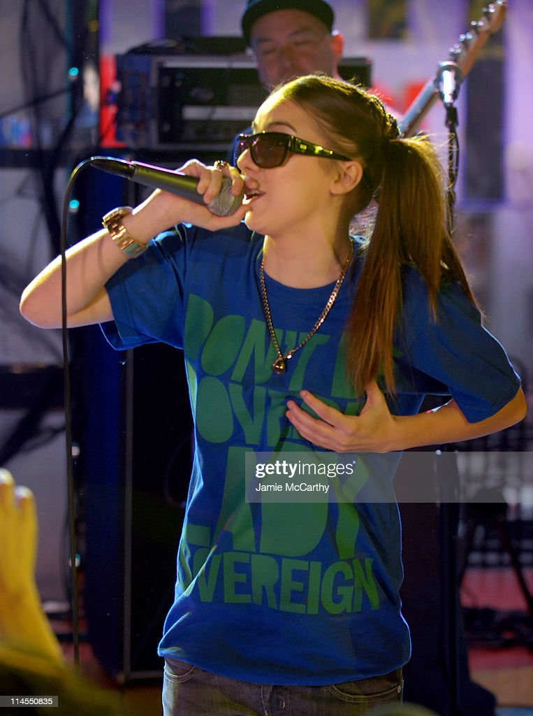 """Kiss and Lady Sovereign Vist MTV's """"TRL"""" - October 31, 2006"""