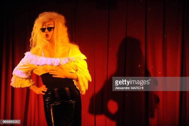 Lady Starlight incarnant une Brigitte Bardot dejantee