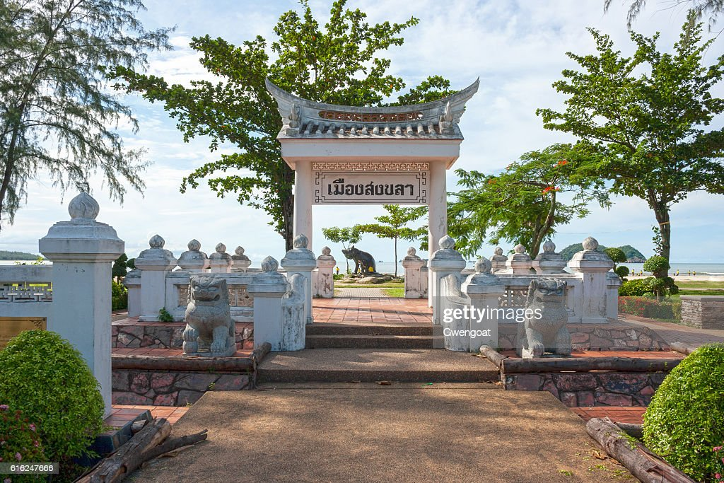 Laem Samila beach in Songkhla : Foto de stock