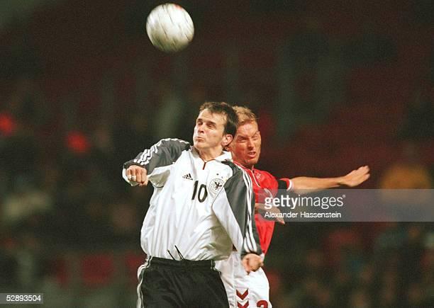 Laenderspiel 2000 in Kopenhagen DAENEMARK DEUTSCHLAND 21 Dietmar HAMANN/GER Rene HENRIKSEN/DEN