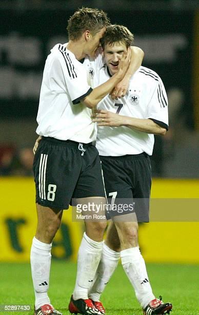 Laenderspiel 2003, Bremen; Deutschland - Serbien-Montenegro 1:0; Jubel nach Tor zum 1:0/Torschuetze Sebastian KEHL, Torsten FRINGS/GER