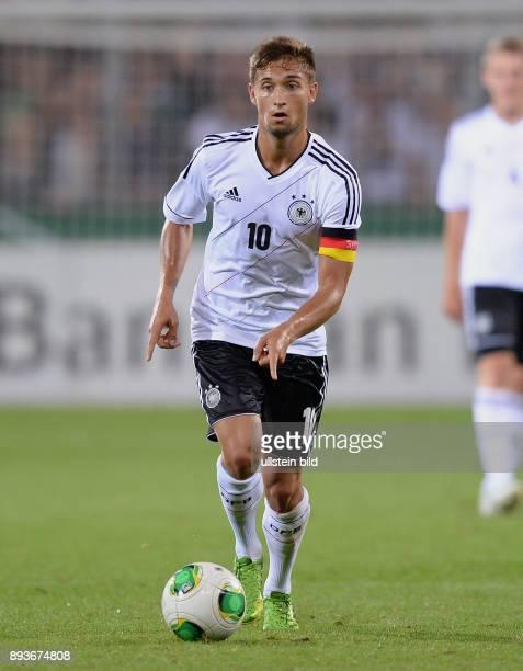 FUSSBALL INTERNATIONAL Laenderspiel Freundschaftsspiel U Deutschland Frankreich Moritz Leitner am Ball