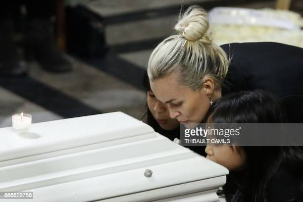 Laeticia Hallyday wife of late French singer Johnny Hallyday and her children Jade and Joy kiss Johnny Hallyday's coffin during the funeral ceremony...