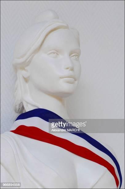 Laetitia Casta buste de Marianne