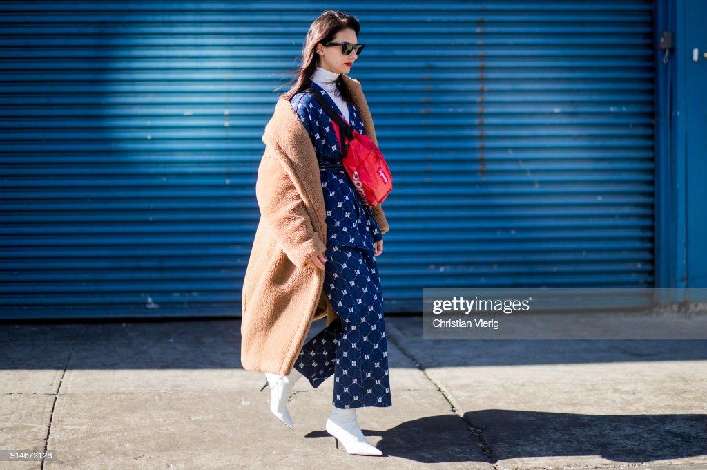 Street Style - New York City - February 2018 : News Photo