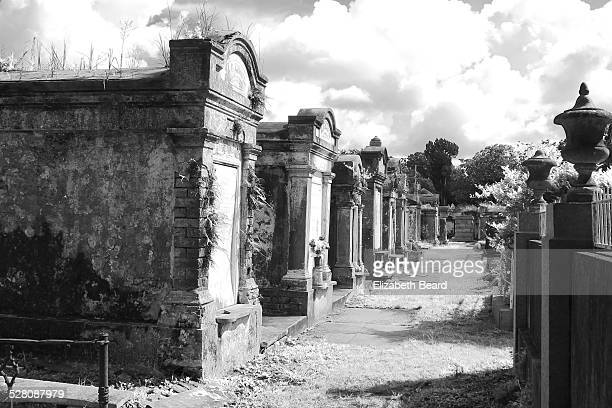 lafayette cemetery no. 1, new orleans - mausoleum stock pictures, royalty-free photos & images